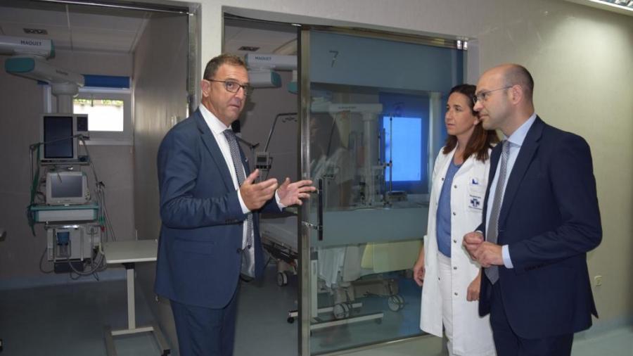 El alcalde de Torremolinos y el delegado de Salud de la Junta de Andalucia apoyan la campaña de donación de sangre organizada por la Clínica Santa Elena