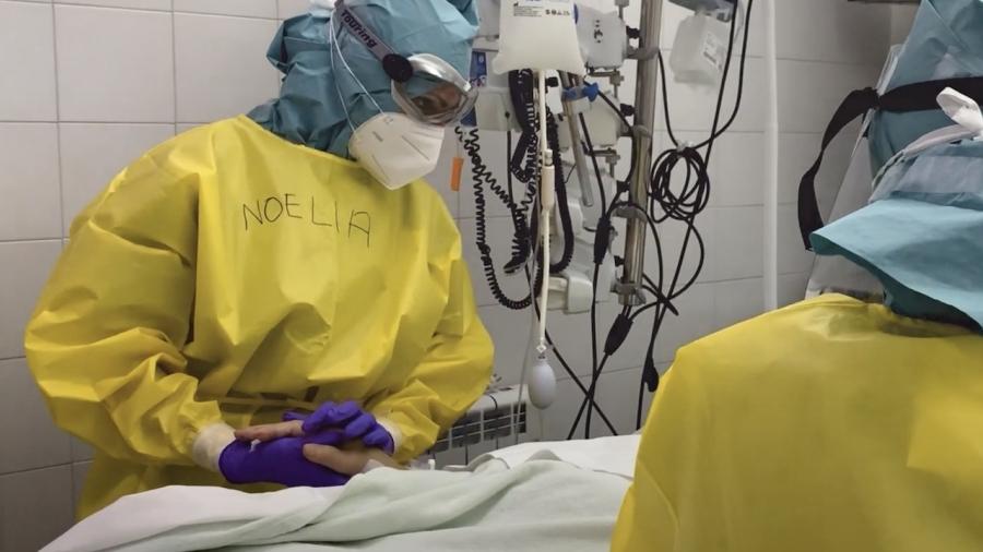 Más de 20 médico jubilados de Málaga protagonizan el vídeo 'Estamos a vuestro lado'